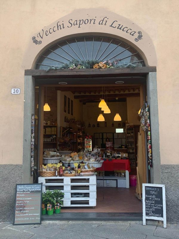 Looking into a shop in Lucca